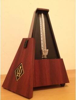 Piramis metronóm, machagoni műa. Wittner